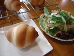 ロールとサラダ.JPG